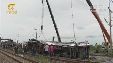 泰国中部火车与巴士相撞致17死30伤