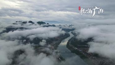 云雾缭绕峨城间