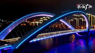 夜幕降临下的南宁大桥
