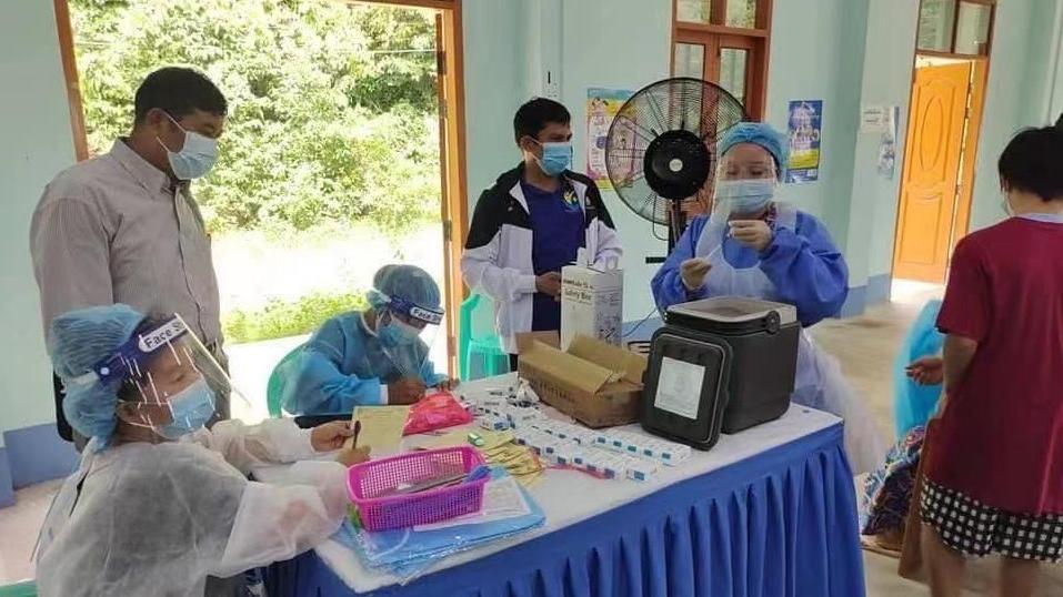 缅甸疫情严峻 各地持续扩大新冠疫苗接种范围